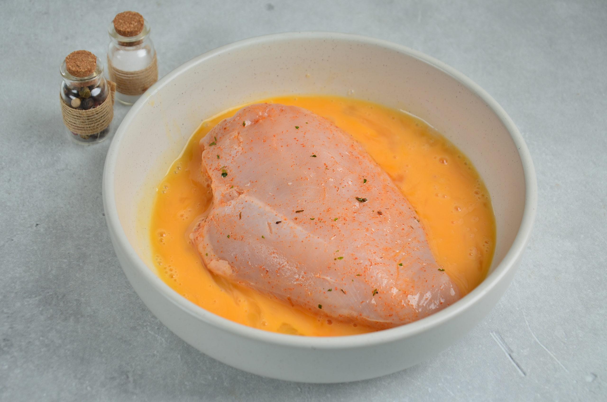 chicken brest in eggs